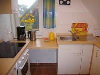 Küche mit Spülmaschine - Bild 9: Fewo am Wieker Bodden 80m zum Wasser, WLAN,Terrasse, Garten, Fahrräder.
