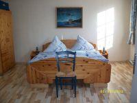 """das große """"Elternschlafzimmer"""" der Fewo im EG **** - Bild 9: barrierefreie kinder- und hundefreundliche Ferienwohnung****im EG in Lubmin"""