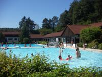 """Das gutbeheizte Freibad in Illschwang, 6 km entfernt. - Bild 12: Ferienwohnung """"Haus Nagelschmidt"""" Region Neumarkt Oberpfalz-Amberg-Nürnberg"""