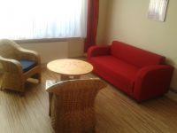Die gemütliche Couch lässt sich mit 2 Handgriffen zu einer Schlafcouch umgestalten - testen Sie es!!! - Bild 9: Gemütliche Ferienwohnung in Ostseenähe/ Lübecker Bucht