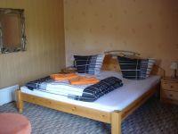 Luv - Schlafbereich - Doppelbett - Bild 6: Ferienwohnung im Bungalow direkt an den Boddenwiesen 350 m Ostsee