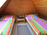 Oben im Dachgeschoss gelegen. Im Raum befindet sich noch eine Kommode und ein Fernseher mit DVBT-Receiver - Bild 9: Nordsee / Ostfriesland strandnahes Ferienhaus 1-6 Personen ( Hund erlaubt)