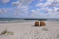 Am Schönberger-Strand erwarten Sie 2 Strandkörbe,die Sie jederzeit nutzen dürfen. Den Strand erreichen Sie auf ausgebauten Radwegen,auch sehr gut mit dem Rad. - Bild 6: Die liebevoll einger. Fewo bietet einer gr. Fam. viel Platz u.Rückzugsmög.