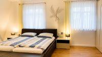 und größte Schlafzimmer im OG mit Doppelbett, großem Kleiderschrank... - Bild 15: Ferienhaus am Schlosspark in Berlin - umfangreich saniert in 2016