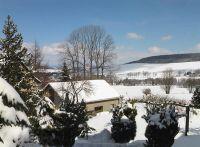 im Hintergrund der Schießberg mit Skilift - Bild 12: Ferienhaus Familie Ziller Crottendorf Erzgebirge