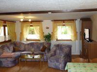 Wohnzimmer mit gemütlicher Sitzecke, Schrankwand mit HiFi Radio und Flachbildfernseher HDTV - Bild 3: Ferienhaus Familie Ziller Crottendorf Erzgebirge