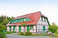 Unsere Ostseeschwalbe liegt in diesem schönen Fachwerkhaus direkt am Küstenschutzwald, nur 300 m vom feinen und kilometerlangen Sandstrand entfernt. - Bild 9: Bakenberg - A49 FeWo Arkonaschwalbe, strandnah gelegen