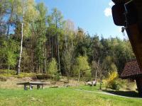 Hinter den Häusern ist ein Spielplatz für Ihre Kinder angelegt worden. - Bild 12: AWM-Ferienhaus im Bayerischen Wald, gemütliches Holzblockhaus mit Kaminofen