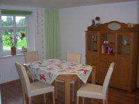 Esstisch mit 4 Stühlen in der Küche - Bild 12: FeWo Kastanienblüte, nahe der Peene, dem Amazonas des Nordens