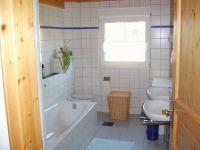 Beim duschen, baden und an zwei Waschbecken gibt es kein Gedränge! - Bild 3: Ferienwohnung im Naturpark Südschwarzwald-Wutachtal