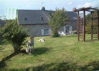 Bild 3: typ. Normandiehaus für Urlaub mit dem Hund mit eingez. Garten.