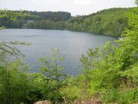 Das Pulvermaar in Gillenfeld ist eines der vielen Maare der Vulkaneifel. Die Augen der Eifel! Schwimmen, Boot fahren, Cafe, wandern... - Bild 15: Eifel-Mosel ***Ferienwohnung Alte Schmiede II