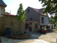 Der Eingang zur Ferienwohnung führt durch die Ruine aus dem 17. Jahrhundert. - Bild 3: Ferienwohnung Delattre in der Südeifel