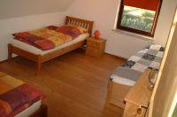 Hier stehen 2 Betten, die auch aneinander gestellt werden können und ein Tandembett - Bild 6: Ferienhaus Pelsrade in Angeln