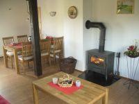 der große Esstisch bietet Platz für gemütliches Speisen - Bild 3: Ferienhaus Pelsrade in Angeln