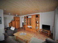Wohnstube im Erdgeschoss mit Flachbildmonitor, DVD Player. - Bild 6: Ferienhaus BUTEN gemütliche Doppelhaushälfte mit Terrasse und Garten