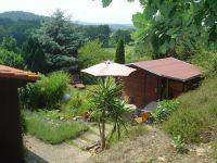 Links der Bungalow und rechts ist das Gartenhäuschen. - Bild 9: Bungalow C bei Blankenburg am Südhang mit Panoramablick