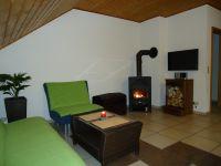 offenes Wohnzimmer mit Kaminofen - Bild 3: Ferienwohnung Haus Baier****mit Balkon, in 15 Minuten am Bodensee