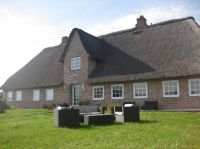 großer Gartenbereich - Bild 3: Ferienhaus m.kleiner Wohnung im Dachgeschoss, am Deich für 2 Personen