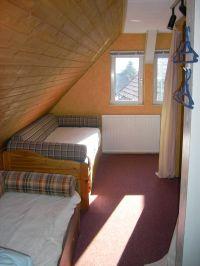 2 x Betten im offenem Durchgangsraum - Bild 12: Haus am Bergflüsschen - Whirlwanne - Garten - Pool - Sauna - Alleinnutzung