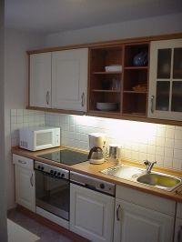 2. Ansicht der Einbauküche - Bild 3: FeWo Wiek auf Rügen, Erdgeschoss mit Terrasse und Gartennutzung
