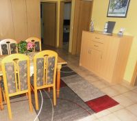 Essbereich Schrankdoppelbett,( 140 X 200) gefliester Boden - Bild 3: Nordsee-Ferienwohnung Struckum auch mit Hund