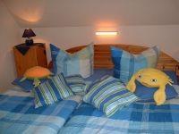 Gemütliches Schlafzimmer mit Doppelbett, Aufstellmöglichkeit für Kinderreisebett (vorhanden) - Bild 3: FeWo kleines Piratennest für 2 Personen, Hunde willkommen