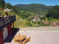 Wenn sie nicht auf der Terasse sitzen möchten, können sie auch hier in der Sonne Frühstücken oder am Abend mit Wein und Käse den Abend ausklingen lassen - Bild 21: Exclusive Studio- Ferienwohnung im Schwarzwald - Hund incl.