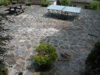 Gemeinschaftsterrasse mit Tischtennisplatte - Bild 12: Ferienwohnung EifelNatur 2 - großzügige 3-Sterne-FeWo für bis zu 7 Personen