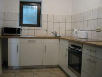 Küche mit Ceranfeld, Backofen, Geschirrspülmaschine, Mikrowelle, Toaster und Wasserkocher - Bild 9: Ferienhaus EifelNatur 1 - großzügige und komfortable 4-Sterne-FeWo