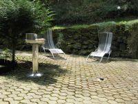 Terrasse mit Grill und Sonnenliegen - Bild 21: Ferienhaus EifelNatur 1 - großzügige und komfortable 4-Sterne-FeWo