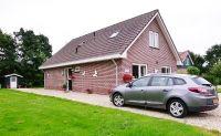 Algemeine Ansicht mit Gartenschuppen, Eingang und Parkplatz - Bild 3: Sehr schönes Ferienhaus, jetzt € 50,- Rabatt jedes Wochenende bis Mai