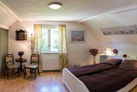 Das grosse Schlafzimmer mit romantischen Doppelbett und Sitze - Bild 18: Sehr schönes Ferienhaus, jetzt € 50,- Rabatt jedes Wochenende bis Mai