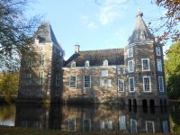 """Der Schloß """"het Nijenhuis"""" bietet Ihnen ein sehr interessantes Museum und ein wunderschönes Park mit mehrere Kunstobjekten. - Bild 36: Sehr schönes Ferienhaus, jetzt € 50,- Rabatt jedes Wochenende bis Mai"""