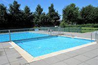 Das Schwimmbad mit Kinderbereich und Liegewiese - Bild 24: Sehr schönes Ferienhaus, jetzt € 50,- Rabatt jedes Wochenende bis Mai