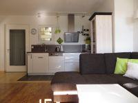 Moderne Einbauküche - Bild 3: 4* Ferienhaus Lindenallee 14 - 76835 Gleisweiler
