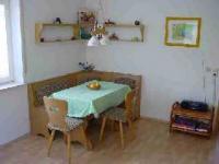 Ihre Essecke ist integriert in den Wohnraum mit 5 Sitzplätzen. - Bild 3: Ferienwohnung Pfau in Immenstaad am Bodensee
