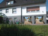 den PKW Einstellplatz und die idyllische kleine Sonnen Terrasse in unserm Bauerngarten befinden sich hier .... - Bild 12: Möblierter Wohnraum auf Zeit mit div. Extras ländl. Nähe Köln