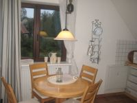 Küche mit Sitzecke und Einbaugeräten - Bild 3: Ferienwohnung BINNEN mit Gartenbereich,Balkon und Sauna