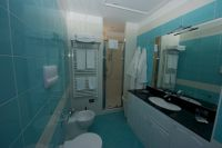 Das Bad mit WC, Dusche und Wäschetrockner. - Bild 12: Giardino dei Colori - Schöne moderne 6 Pers. - Ferienwohnung am Gardasee