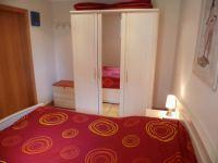 Schlafzimmer - Kleiderschrank - Sitztruhe - Bild 12: Ostsee Fewo Zingst - strandnah + zentrumsnah