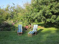 Stellen Sie die Liegestühle dorthin, wohin Sie mögen. Denn es gibt viel Platz im Grünen. - Bild 15: mitten in d. Natur, modern,ruhiges Haus für 6 Pers. rollstuhlgerecht