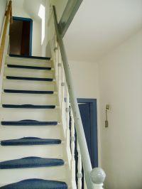 """Die Treppe ist typisch ostfriesisch - sehr steil - Bild 6: Ferienhaus """"An der Welle 23"""" in Norden - Ostfriesland"""