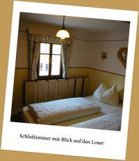 Doppelbett mit Aussicht zum Loser - Bild 3: Zimmer im Haus Kreidl in Bad Aussee, im Salzkammergut, Austria