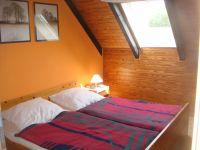 Doppelbett im 1. Schlafzimmer - Bild 6: Fewo Hoogen im Nordseeheilbad Friedrichskoog-Spitze. 150 m bis zum Strand.