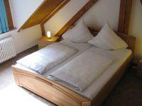 Mit Doppelbett. - Bild 6: Ferienwohnung EifelNatur 3 - gemütliche 4-Sterne-Dachgeschosswohnung