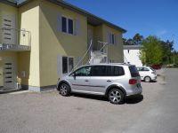 der Parkplatz befindet sich direkt vor der Tür.Jede Wohnung hat einen separaten Eingang - Bild 6: Ferienwohnung Buhnenkieker-Graal-Müritz-Ostsee