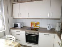 """Die moderne Einbauküche ist reichhaltig ausgestattet. - Bild 3: Ferienhaus """"Friederike"""" an der Nordseeküste - ebenerdig - Hunde erlaubt"""
