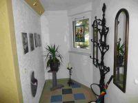Vorhaus Flur mit Garderobe, Kunstkeramik und Glaskunst - Bild 3: Ferienzimmer im schönsten Tal der Oberlausitz, in der Cunewalder Obermühle