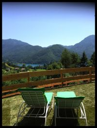 Bild 12: Ferienhaus Regina mit eingezäunten Garten und Seeblick